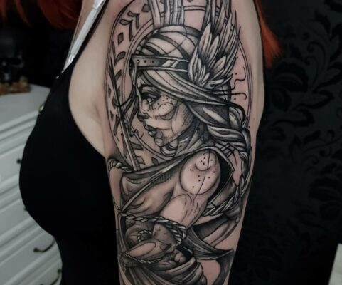 tatuaj alb negru sketch