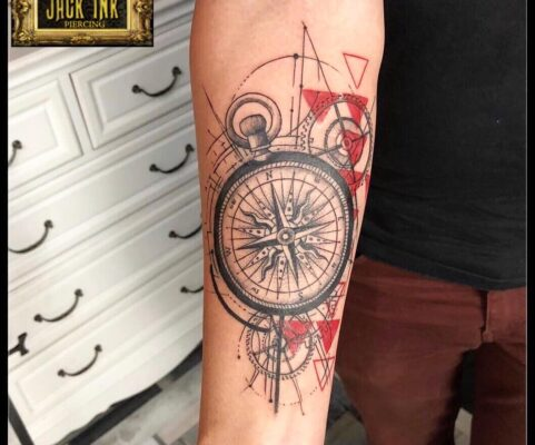 busola cu figuri geometrice, baba novac tattoo, tatuaje mall vitan, tatuaje salon, tatuaje park lake, salon tatuaje bucuresti, tatuaje titan, salon tatuaje