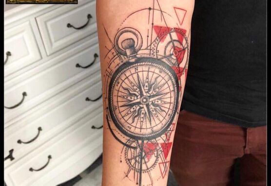 cap de leu cu busola pe antebrat tatuaje baba novac pret tatuaj salon tatuaje bucuresti tatuaje bucuresti tatuaje sector 3 tatuaje mall vitan baba novac tattoo