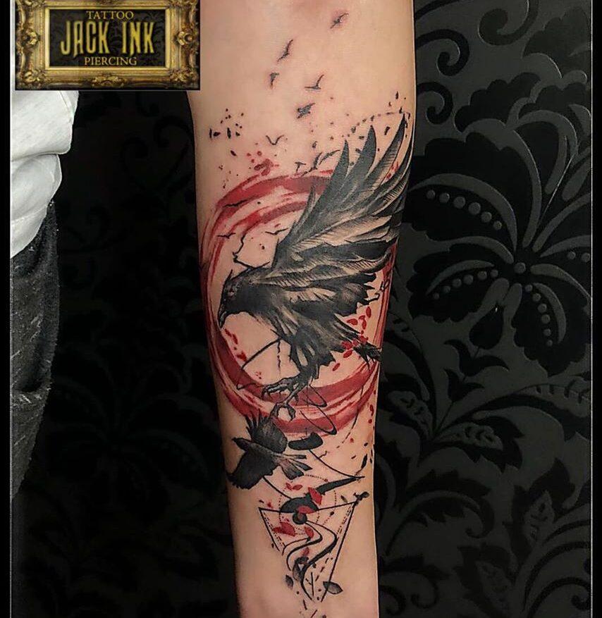 tatuaj corb pe antebrat