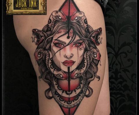 tatuaj medusa color, tatuaje baba novac, pret tatuaj, salon tatuaje bucuresti, tatuaje bucuresti, tatuaje sector 3, tatuaje mall vitan, baba novac tattoo